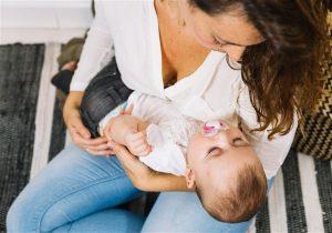 acordar o bebe para amamentar