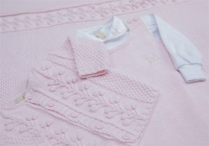 imagem de roupa rosa de bebe