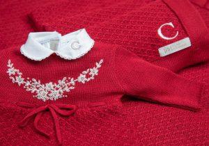 imagem de roupa vermelha de bebe